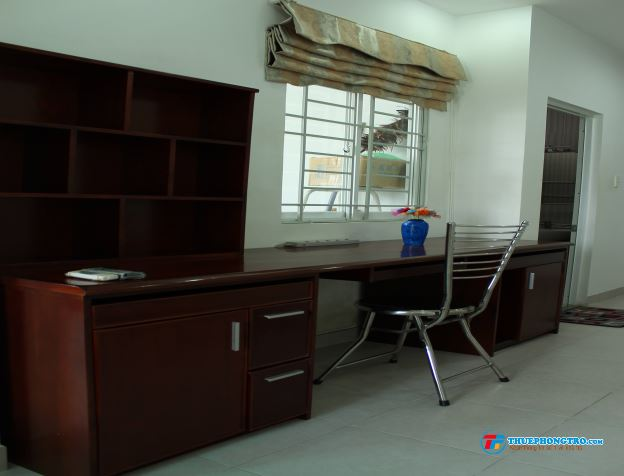 ĐẦY ĐỦ TIỆN NGHI,nội thất gỗ,trung tâm tp ngay chợ Bến Thành