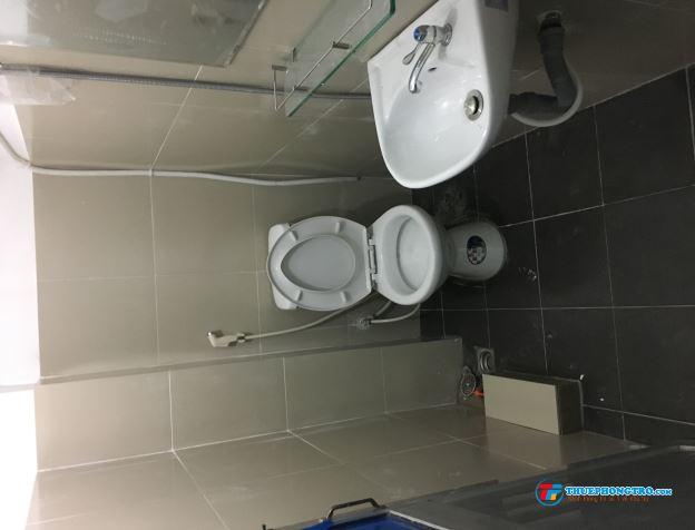 Phòng lầu 1 cho thuê, giờ tự do, có máy lạnh, tủ lạnh 3tr/tháng, 77 Hồ Văn Huê