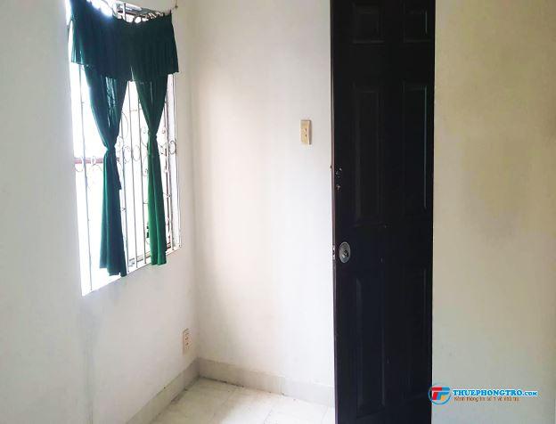 Cho thuê phòng 20m2, 2.7tr, có Ban Công, đường Trần Văn Đang, Quận 3