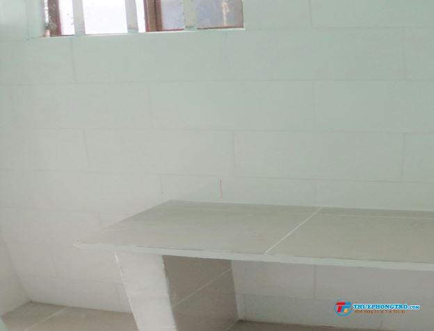 Phòng trọ Q4, sân riêng, gác lửng, máy lạnh