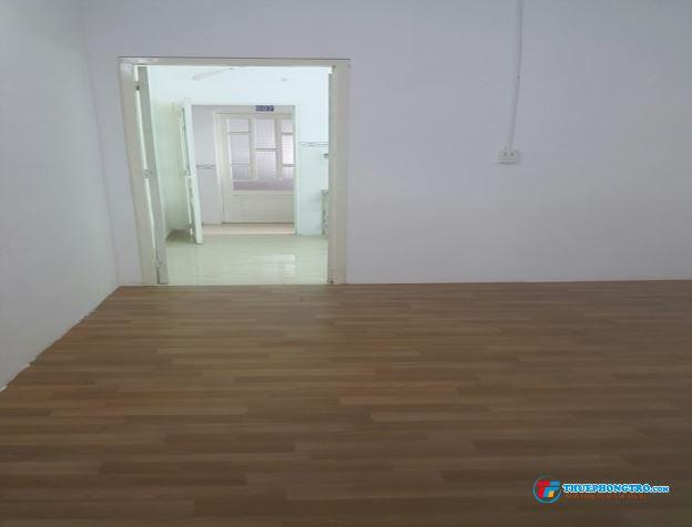 Phòng tuyệt đẹp rộng 20m2 có gác bếp máy lạnh ngay mặt tiền sầm uất Huỳnh Tấn Phát