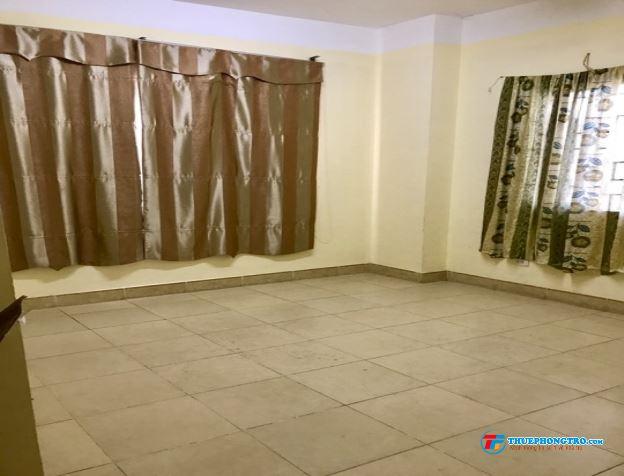 nhượng lại 1 phòng rộng nhất trong căn chung cư 3 ngủ 28m2 , tổng diện tích 110m2