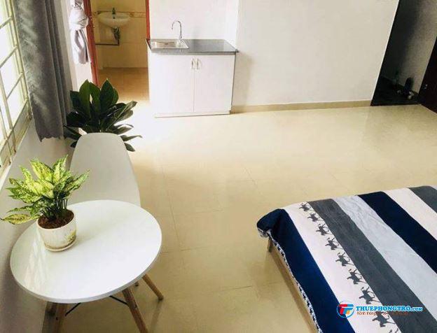 Phòng đầy đủ tiện ích, ban công thoáng mát, kệ bếp riêng ngay CMT8 chợ Hòa Hưng, Q. 3