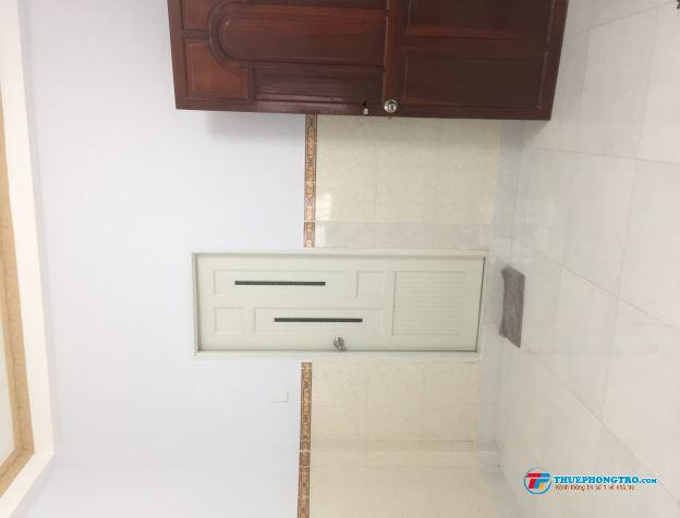 Phòng cho thuê có máy lạnh,wc trong phòng,free wifi,nước nóng năng lượng mặt trời