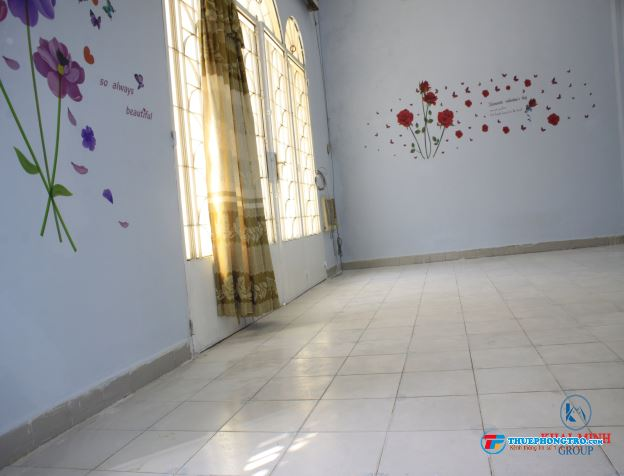 Phòng có BAN CÔNG  kệ bếp, gần ĐH Hutech  Hàng Xanh, 69/28 D2, Bình Thạnh