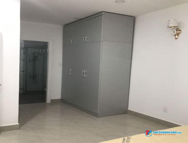 Phòng trọ có nội thất  máy lạnh, sạch sẽ thoáng mát giá 4.5tr/tháng