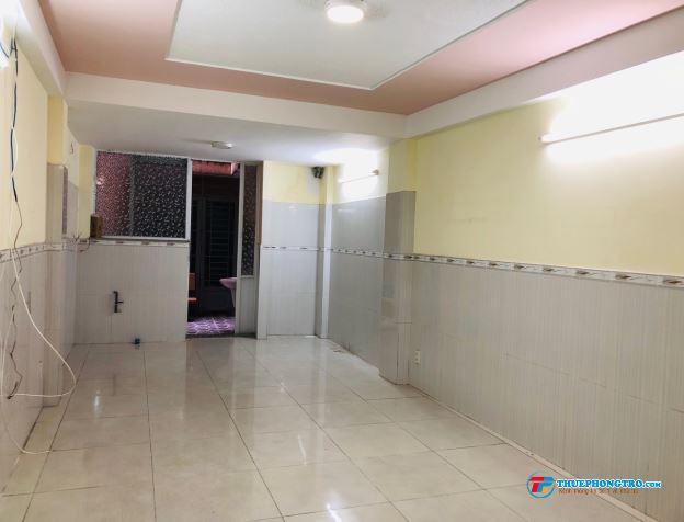 Chính chủ cho thuê phòng sạch đẹp, tiện nghi, giao với CMT8, Q.10, 30m2, giá 5,5tr/tháng