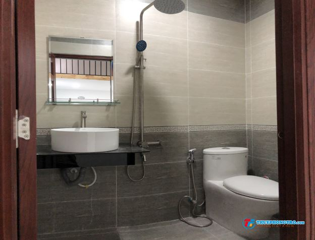 Cho thuê căn hộ có gác hoặc 1PN, 28m2, full nội thất ngay ngã 3 Âu Cơ - Trương Công Định