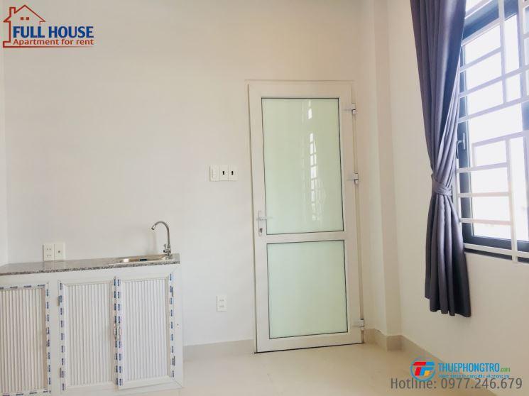 Phòng full nội thất trung tâm Q7 (ban công lớn, cửa sổ thoáng mát)