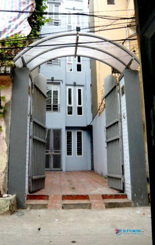 Cho thuê nhà 4,5 tầng TDT 125 m2 có sân thoáng mát ,khu vực dân trí cao an ninh tốt
