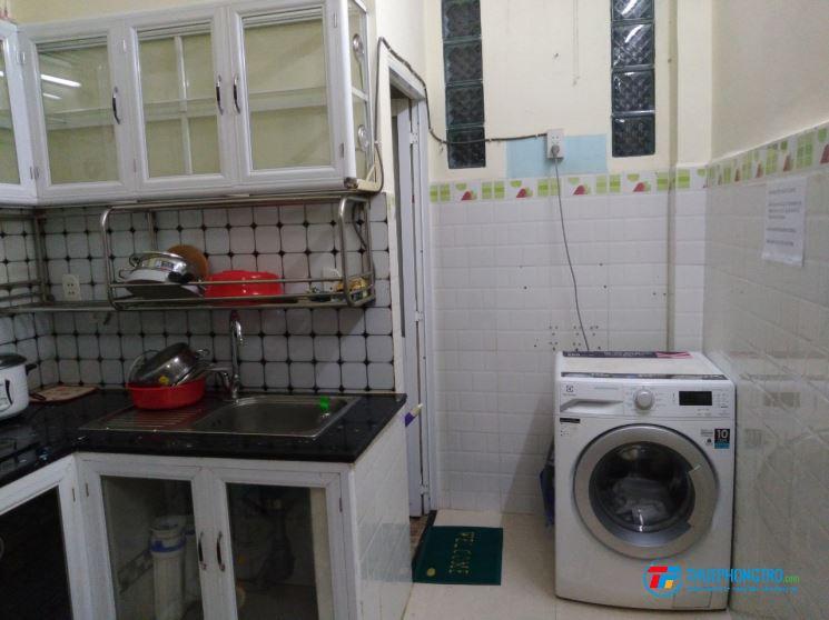 Tìm nữ ở ghép KTX 4 người máy lạnh full nội thất mới Bùi Viện Q1 chỉ 800k/tháng