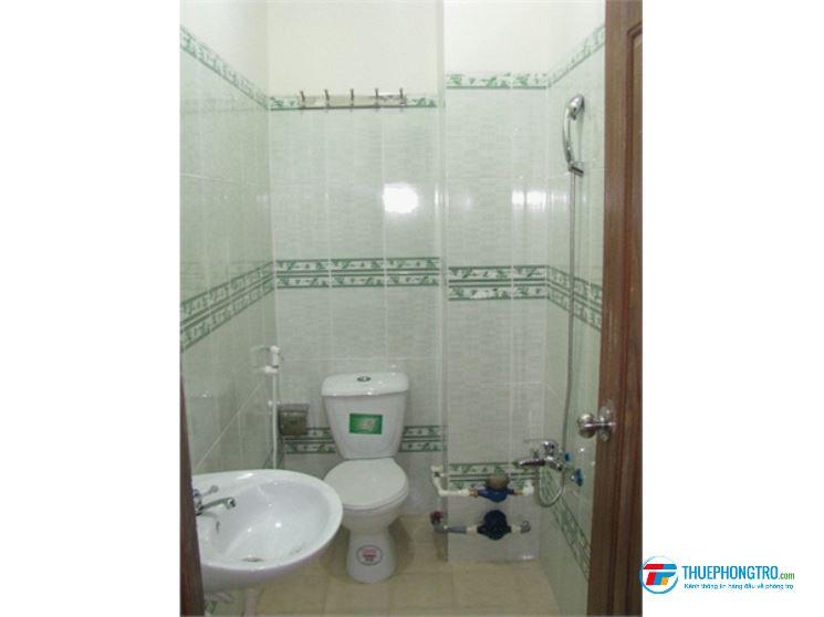 Phòng trọ hẻm 236 Nguyễn Thái Bình, 20m2, Ban Công, WC, giờ tự do