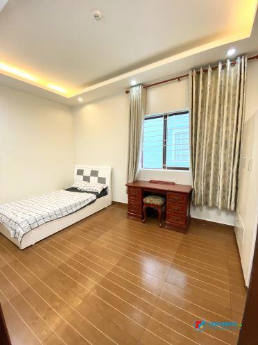 Phòng mới, nội thất, ban công. Sát ngay VINCOM Phan Văn Trị