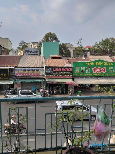 Phòng C.cư lầu 1 Q.5, giáp Q.1, Q.10, ngay góc Nguyễn Tri Phương, giá 1T3/ tháng
