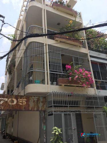 Cho thuê Phòng 30m2 ở 3-4 người. Ban công, cửa sổ lớn. Cách Hutech 1km