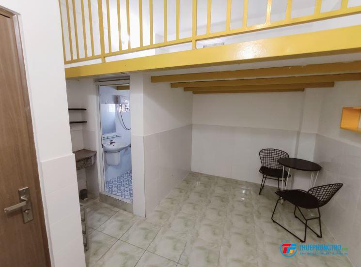 Phòng trọ có gác, trong tòa nhà riêng biệt có quản lý, quận Tân Bình