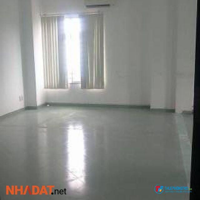 Phòng cho thuê thoáng mát diện tích rộng, có ban công, có chỗ để xe, khu dân cư an ninh, điện nước