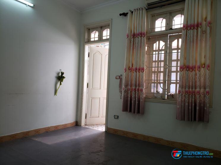 Cho thuê phòng trọ đủ đồ SD DT: 20m2 ngõ 121 phố Chùa Láng, Láng Thượng
