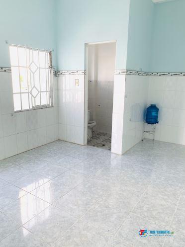 cho thuê phòng trọ mới 2 tr ,rộng, có gác ,wc riêng, miễn phí cáp net đường Bạch Đằng Q.Bình Thạnh