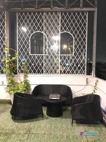 Phòng ban công rất đẹp & thoáng gần Lotte Q7