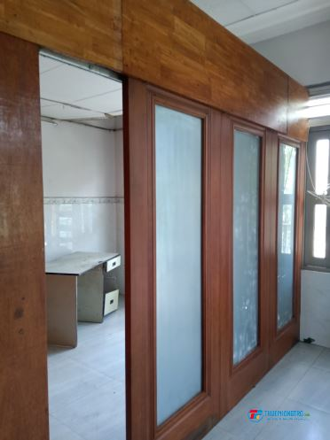 Cho thuê phòng trọ rộng 50m2 2 phòng ngủ, mặt tiền đường, lối đi riêng