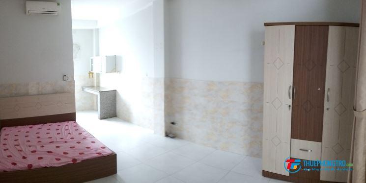 Phòng cho thuê đẹp, có ban công siêu thoáng mát, giá 4 triệu/ tháng, Lê Văn Lương , Quận 7
