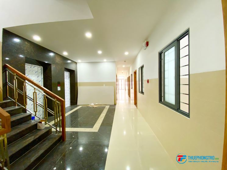 Phòng  trọ mới 100%, ban công chung , thang máy, tiện nghi thoáng mát.TB
