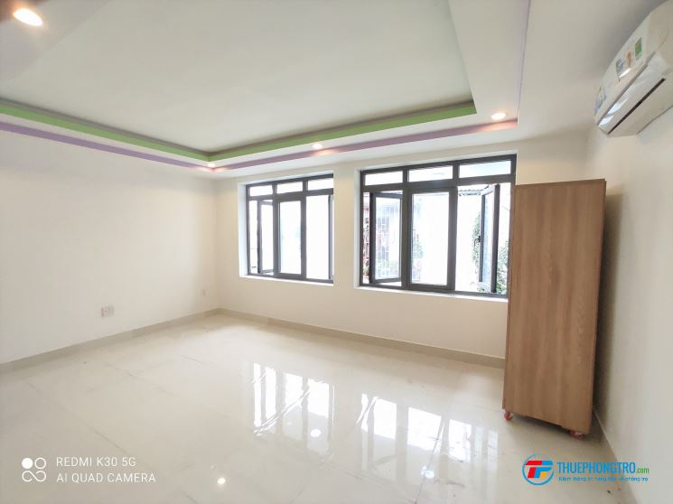 Phòng rộng 45m2, 2 cửa sổ lớn siêu thoáng mới 100%