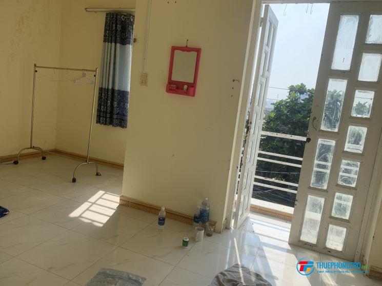 Phòng 20 m2 cửa sổ ban công Đường D1 Linh Tây cho thuê