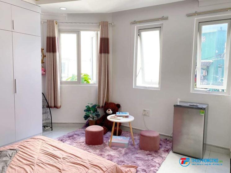 phòng cao cấp full nội thất sàn gỗ ngay công viên Phú Nhuận