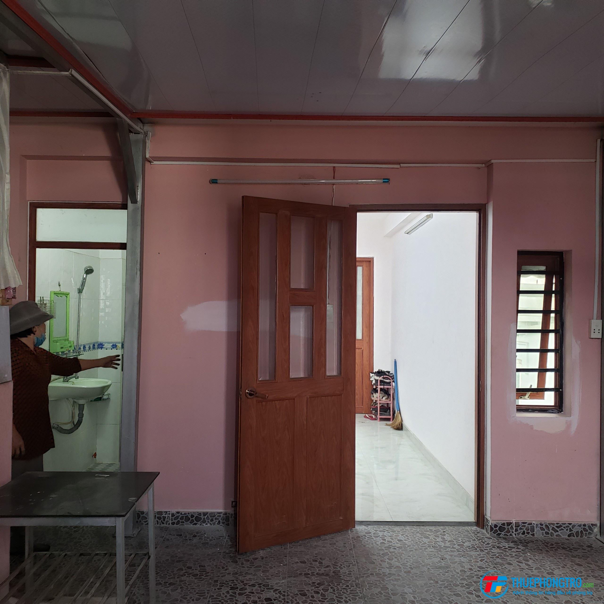 Phòng trọ nữ tại Trần Xuân Soạn (tình trạng tốt, nhà vệ sinh riêng)