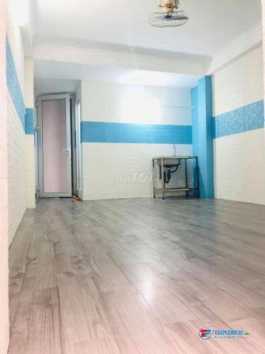 Cho thuê phòng trọ 28m2 Full nội thất, nhà mặt tiền Phú Nhuận mới xây