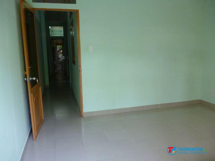 Phòng trọ trong nhà trọ 2 lầu mới xây, an ninh, có lối đi riêng, ban công, wifi, TH cáp