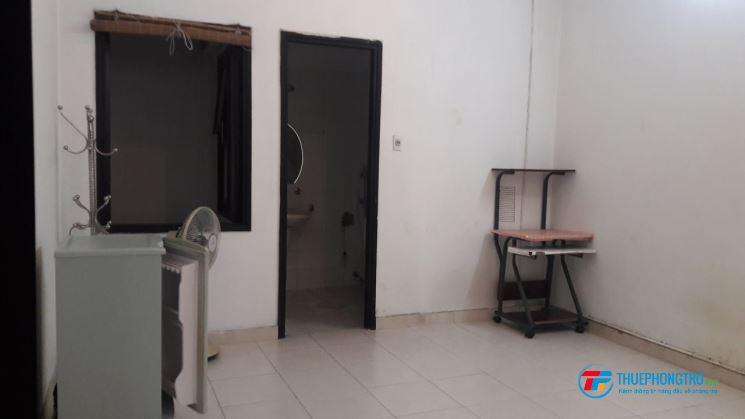 Phòng cho thuê Q10 - 24M2, gần dh Bách khoa